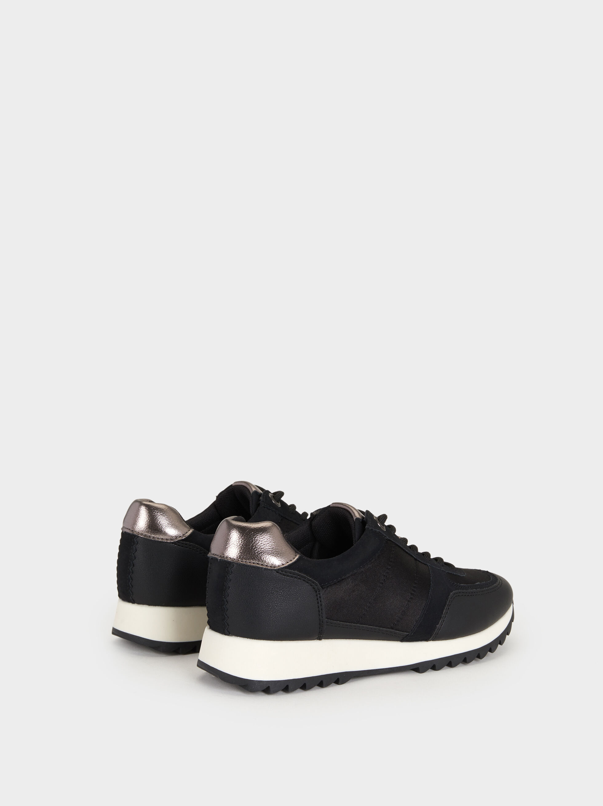 Trainers With Contrast Sole, Black, hi-res