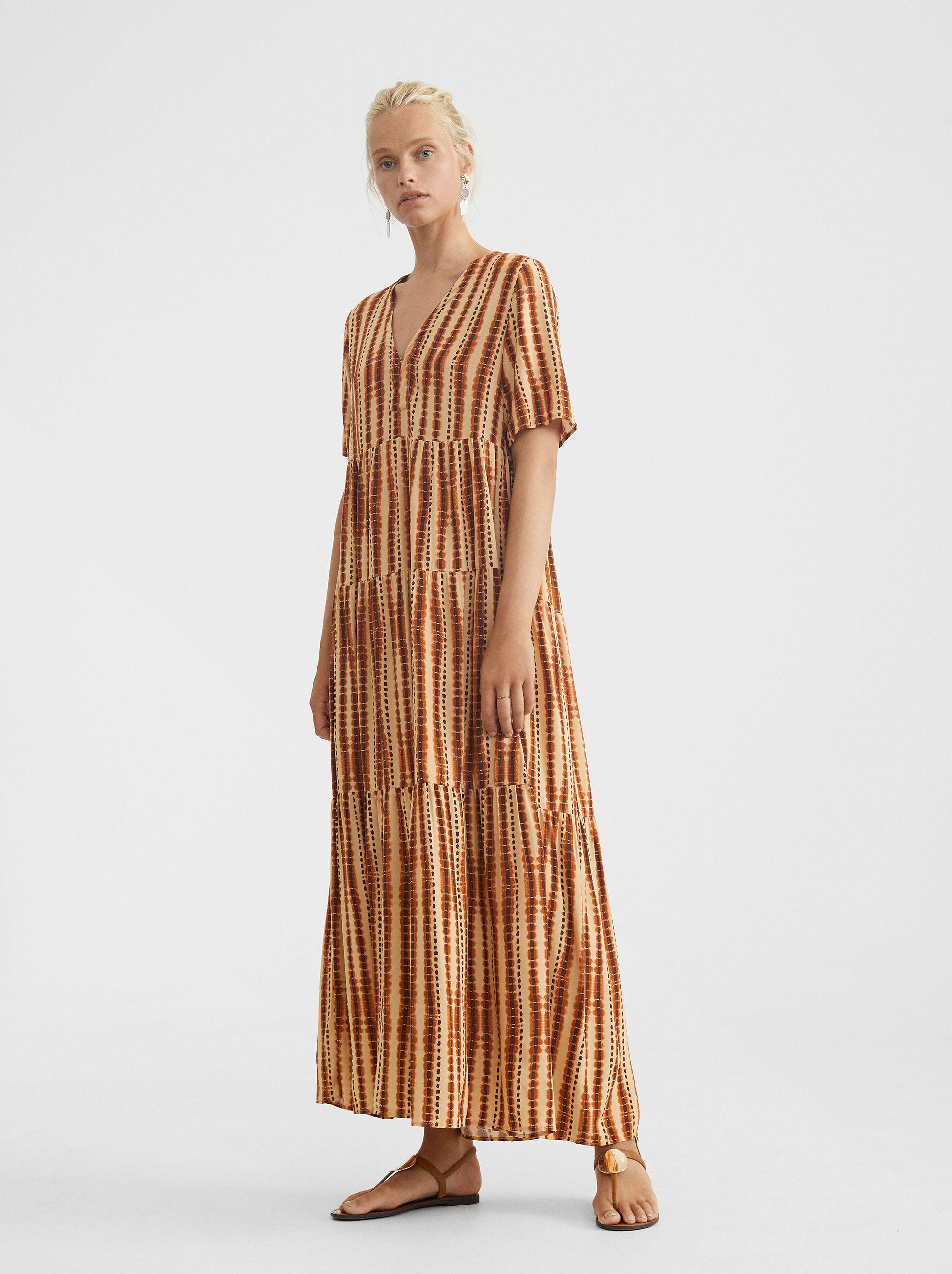 Kleid Mit V-Ausschnitt Und Weitem Rock