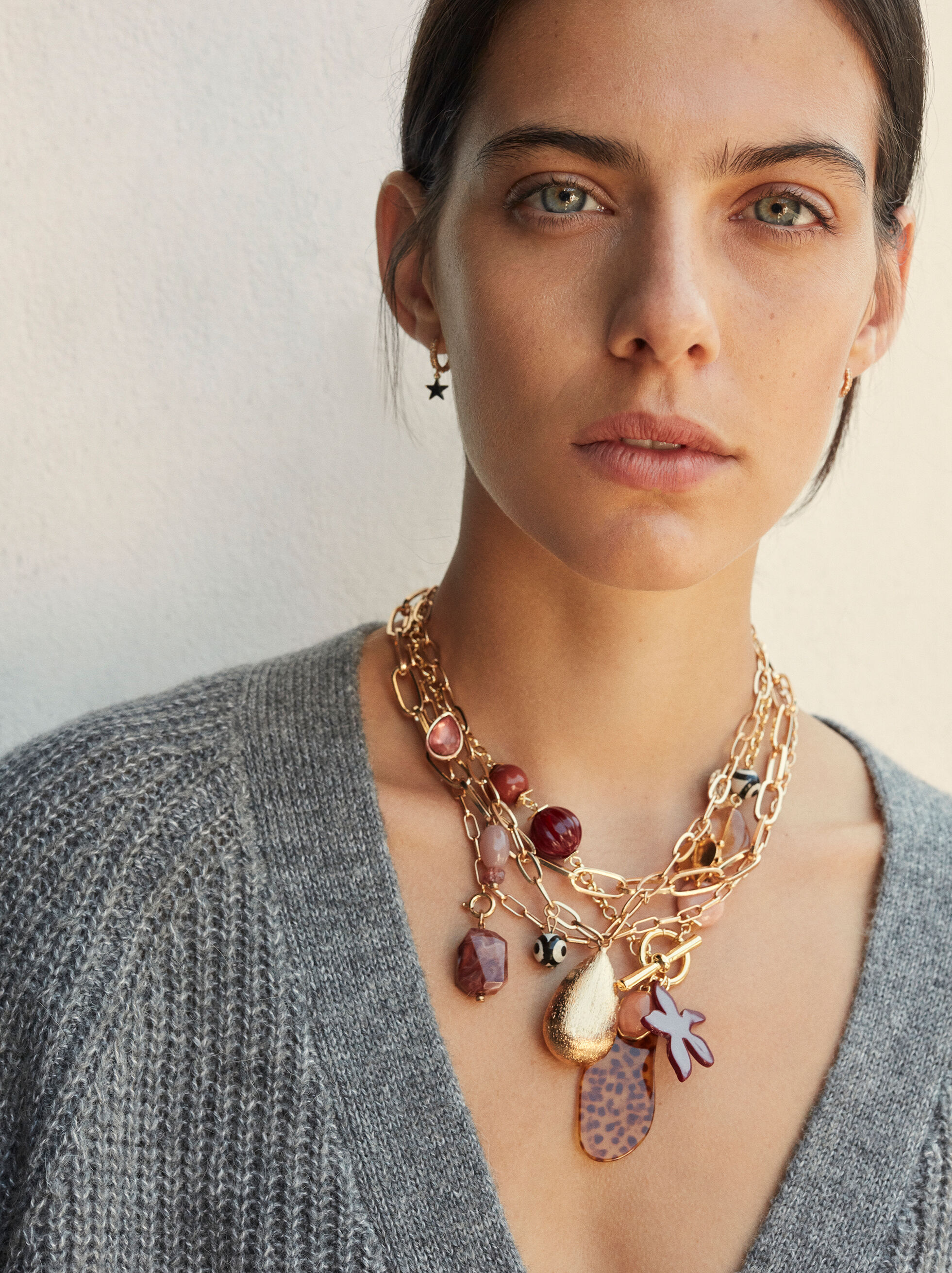 Short Necklace With Multicoloured Stones And Charms, Multicolor, hi-res