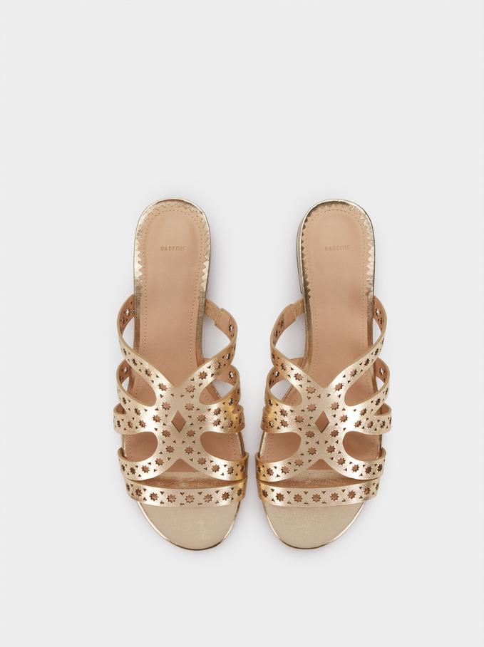 Sandálias Rasas Metalizadas Pormenor Perfurado, Dourado, hi-res